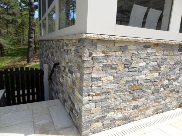 New England Blend ledge stone with limestone sills