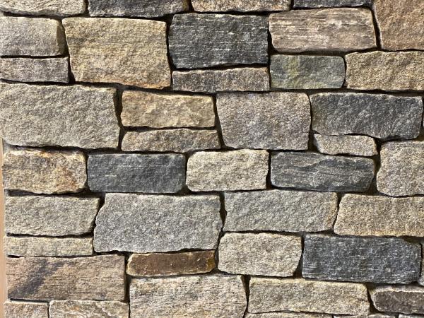 New England Blend of Ashlar and ledge stone thin veneer stone