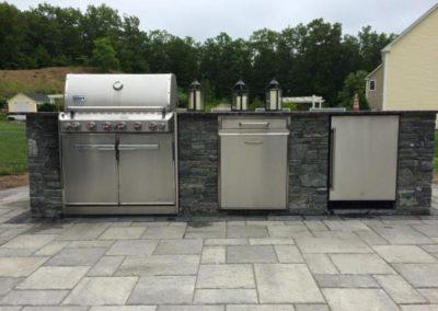 CT whiteline ledgestone grill on Beacon Hill Flagging patio steel mountain