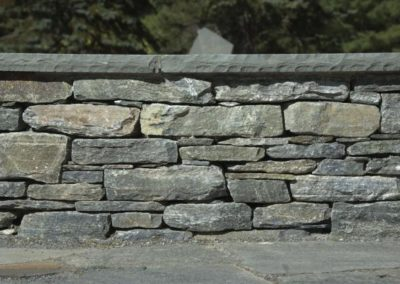 CT Whiteline Wall Stone with Bluestone Cap