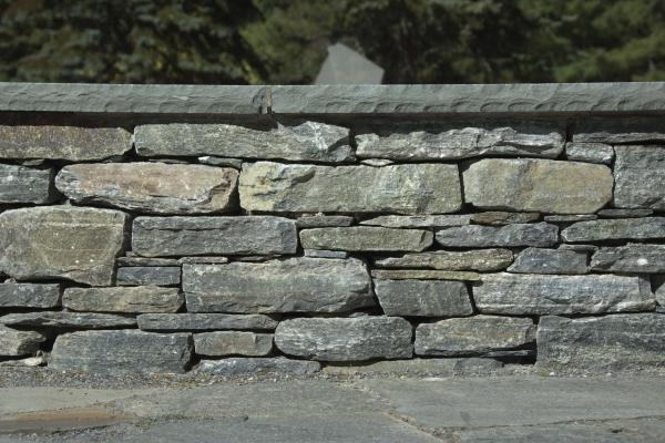 CT Whiteline Wall Stone with Bluestone Cap