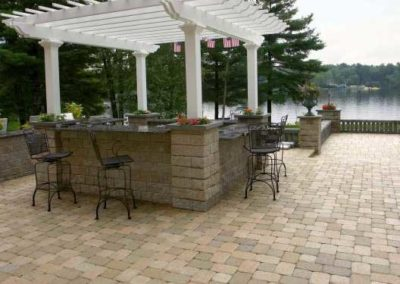 Camelot pavers almond grove with Roman wall grill island