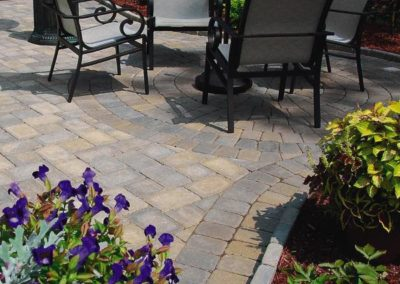 Millstone patio with Millstone circle pack in vineyard blend