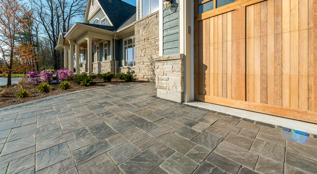 Driveway in Unilock Richcliff pavers