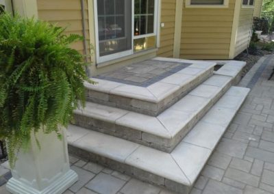 Brussels steps with ledgestone full nose coping
