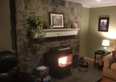 New England Fieldstone mosaic veneer with natural cleft bluestone hearth