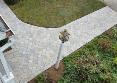 Millstone vineyard blend walkway in herringbone pattern