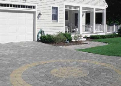 Yankee cobble quarry blend driveway with vineyard blend circle pack