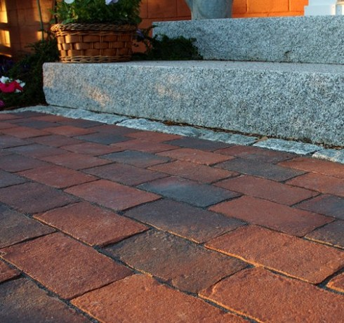 Walkway built with Genest Harborline Pavers